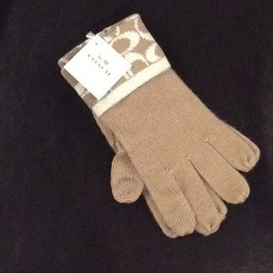 Coach Signature Camel Gloves